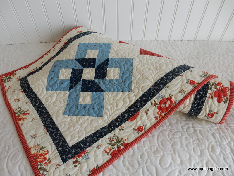 quilted table runner a quilting life rh aquiltinglife com Easy Table Runner Patterns Christmas Quilted Table Runners