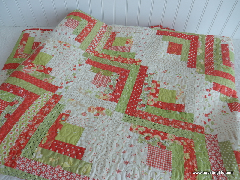 Christmas Log Cabin Quilt - A Quilting Life